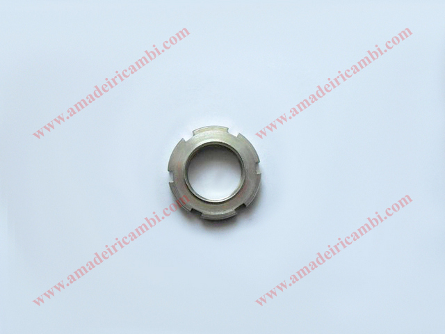 Bevel pinion_ring_nut-Lancia_2000_5.jpg